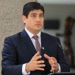 Carlos Alvarado firmó Ley para regular huelgas en Costa Rica