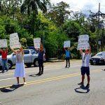 Costa Rica no reacciona: Fuerza Pública persigue gente en las playas y vecinos cierran Puerto Viejo