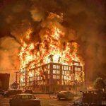 Arde USA y apagan el fuego con bencina: imágenes del inicio de un colapso imperial