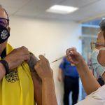 Empieza aplicación voluntaria de tercera dosis a personal de primera respuesta con vacuna AstraZeneca