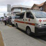 La indignante historia de cómo conductores atraviesan sus vehículos a los equipos de emergencia