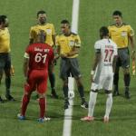 Insólito: Vicepresidente de Surinam juega en la Concacaf con 60 años y ficha roja de la Interpol